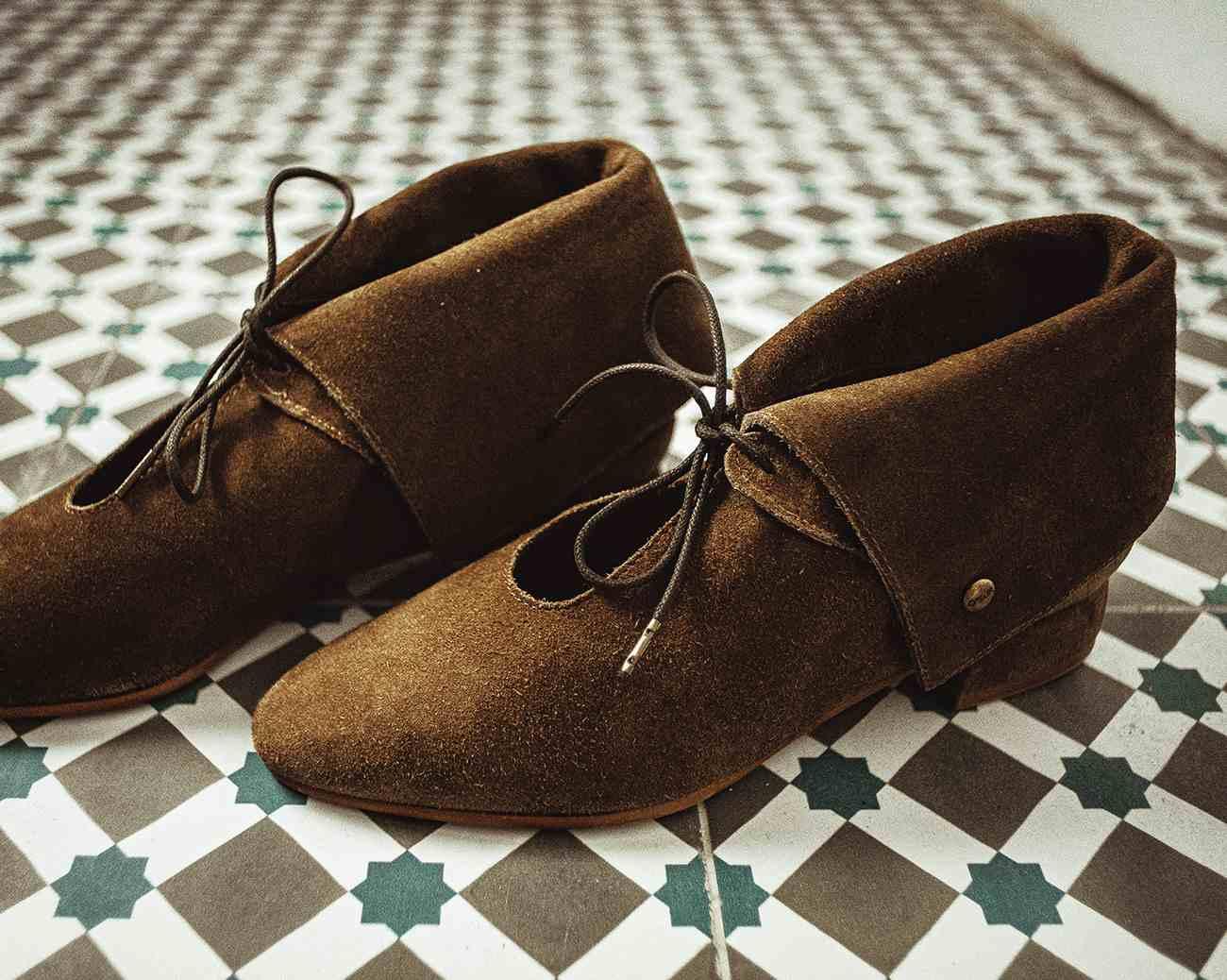 4 materiales que utilizamos en nuestros zapatos artesanales y deberías conocer - Portada